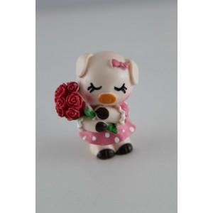 Поросенок с букетом роз